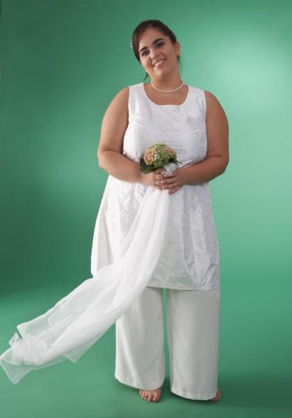 Tunika in weißer bestickter Seide zur Hochzeit