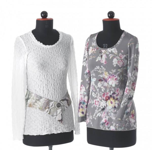 Frontansicht weißes & grau-gemustertes T-Shirt an Schneiderbüsten